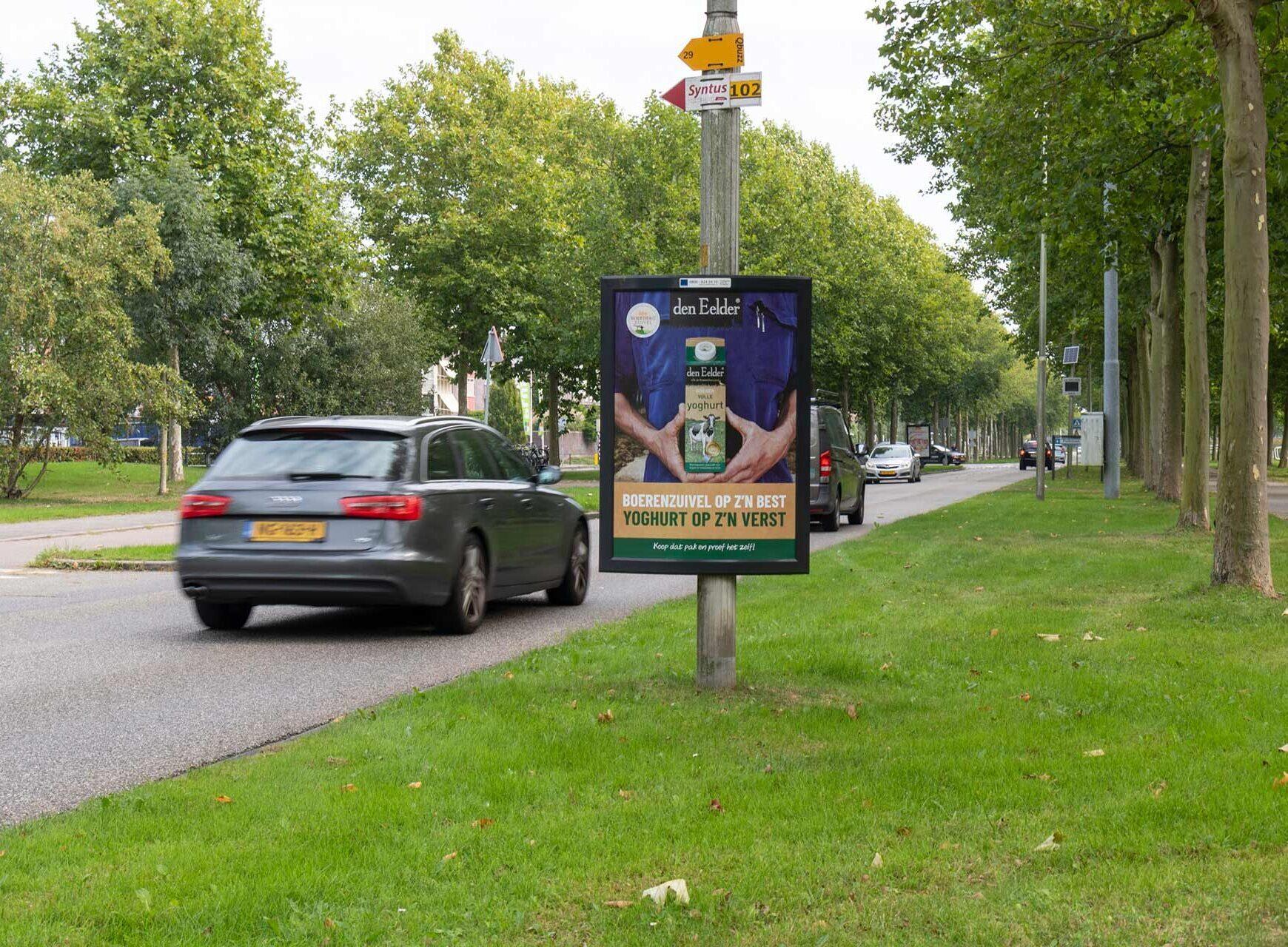 reclame bord om lantaarnpaal straat buiten ooh